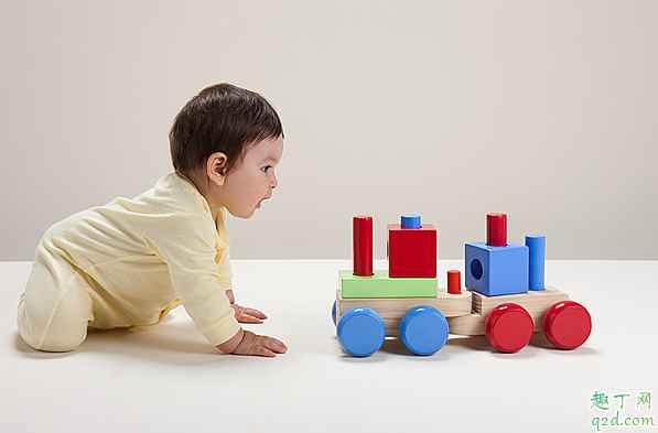 三个月以上的宝宝玩什么玩具好 宝宝三个月了适合玩哪些玩具2