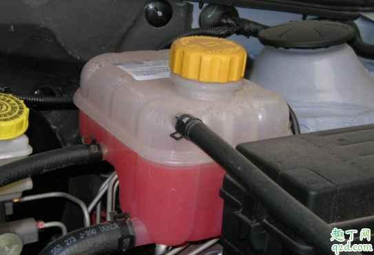 汽车冷却液箱可以加水吗 冷却液没漏也会变少吗2