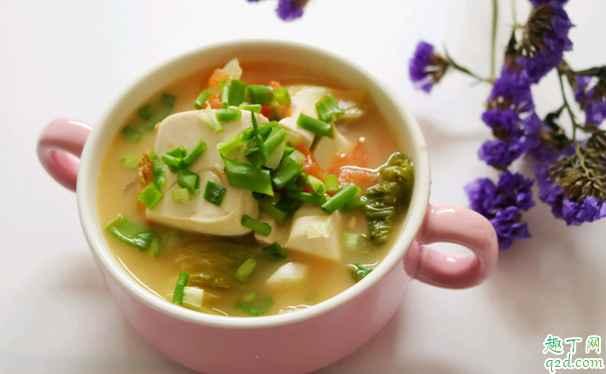 鲫鱼汤加冷水会怎样 鲫鱼汤用冷水是不是就煮不白了3