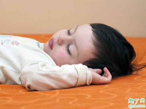婴儿趴着睡觉好吗 孩子多大晚上可以趴着睡4