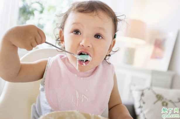 小孩<a href=/news/ywhl/501.html target=_blank class=infotextkey>几个月</a>可以训练独立吃饭 怎么训练小孩独立吃饭1