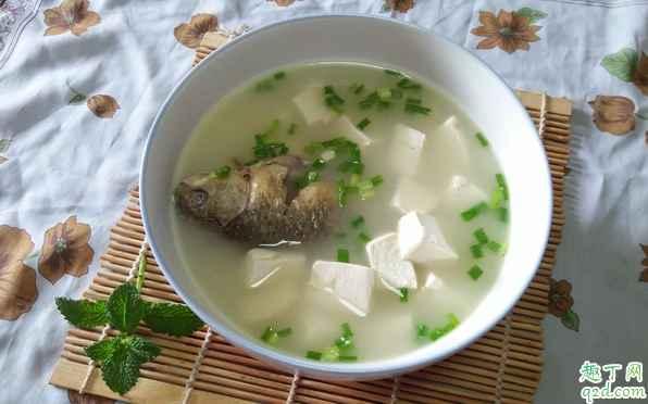 鲫鱼汤是一整条鱼放进去吗 鲫鱼汤鲫鱼要切吗3