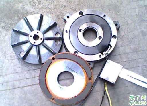 刹车片从哪看出来要换 换刹车盘时必须换刹车片吗3