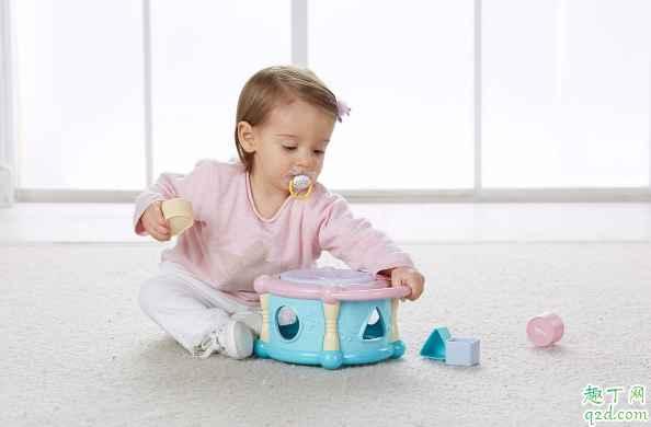 三个月以上的宝宝玩什么玩具好 宝宝三个月了适合玩哪些玩具3